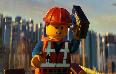 Emmet (Chris Pratt) at work