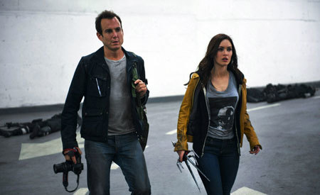 April (Megan) with her cameraman Vernon (Will Arnett)