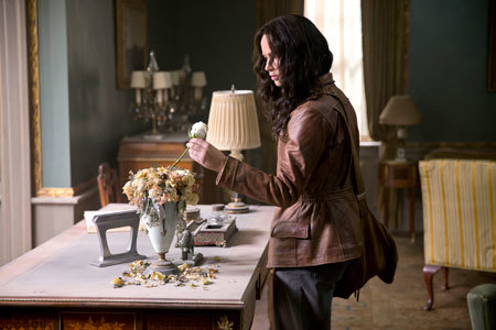 Katniss discovers that Snow has left her a rose