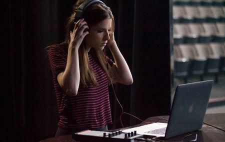 Beca (Anna Kendrick) in the studio