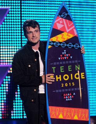 Josh Hutcherson accepts the Choice Movie Actor: Sci-Fi/Fantasy Award