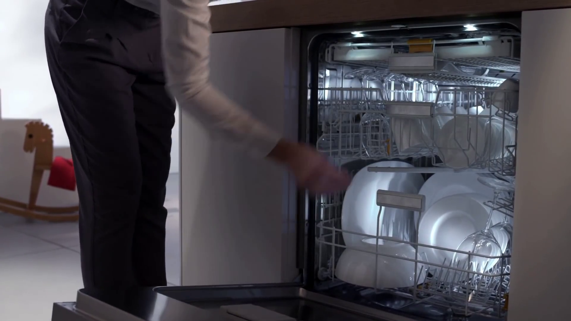 Miele: Brilliant Dishwasher Lighting