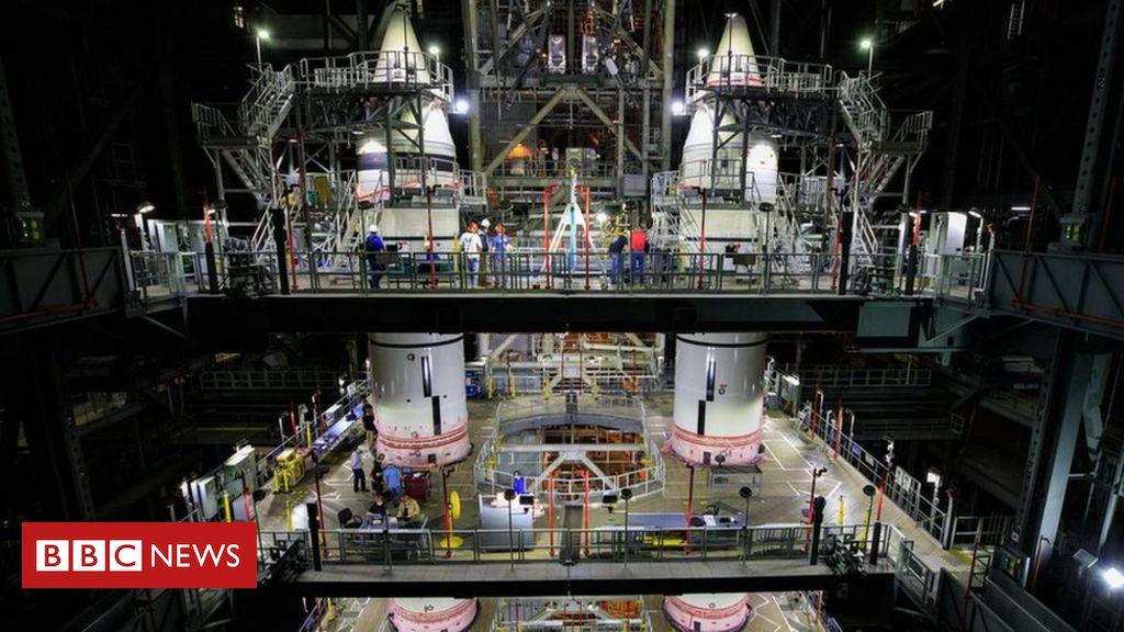 SLS: Nasa assembles twin boosters