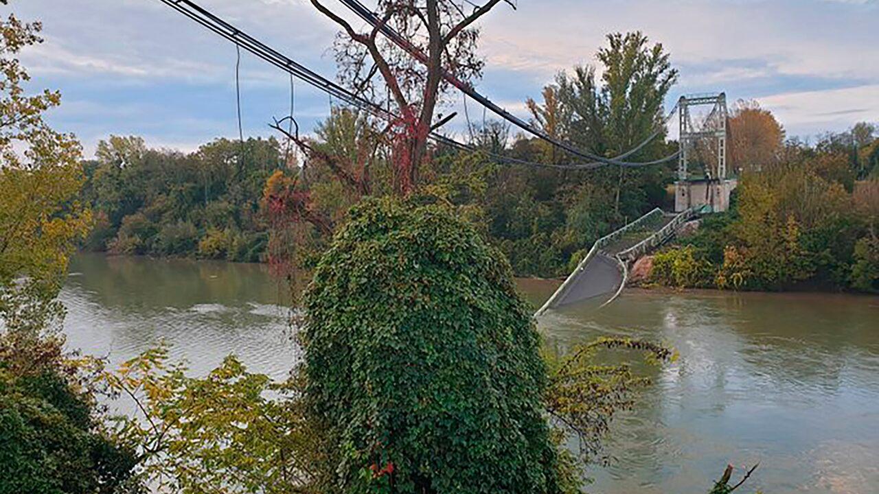 France bridge collapse leaves 2