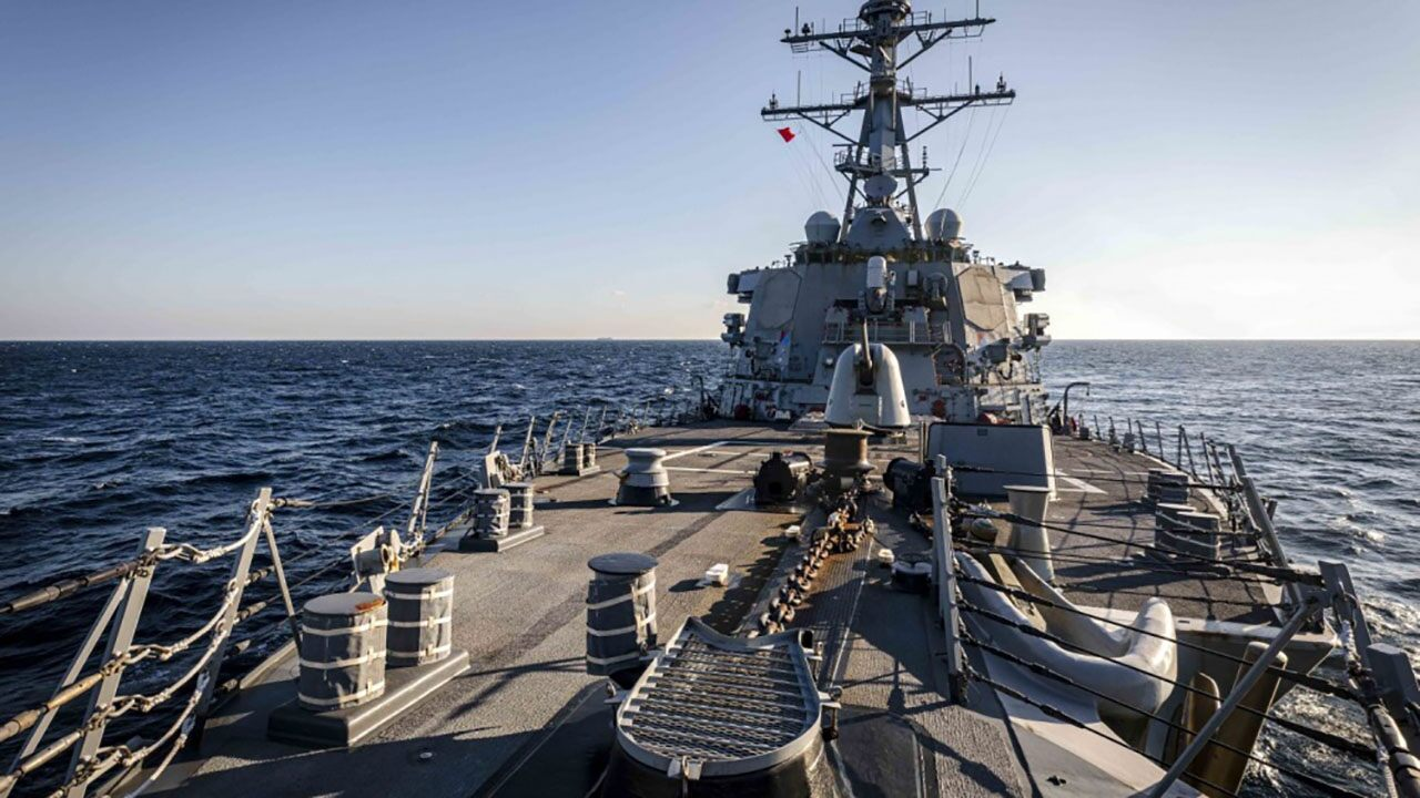 US Navy destroyer challenges Russia's