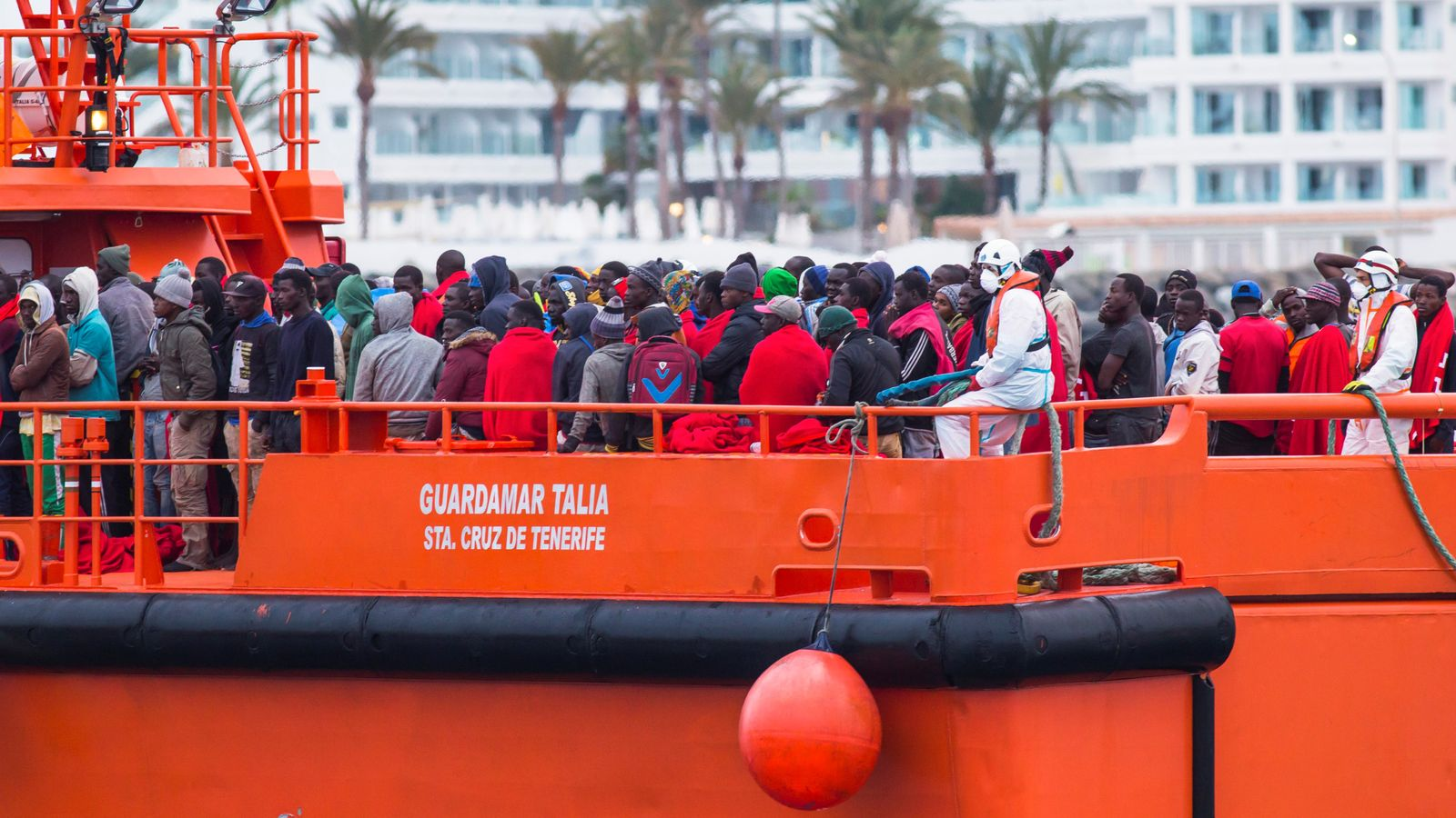 More than 1,600 migrants make