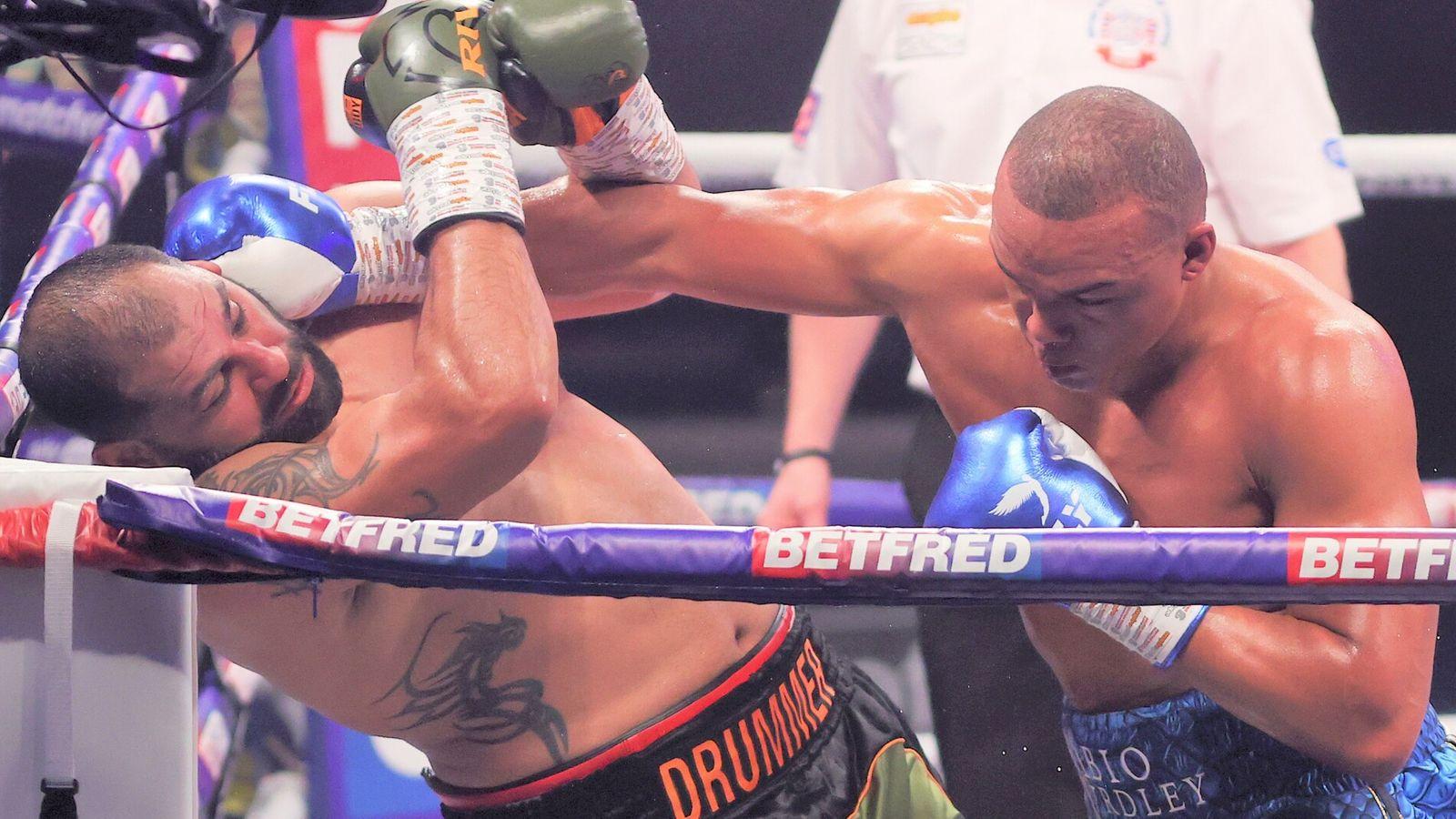 Wardley explodes to KO Molina
