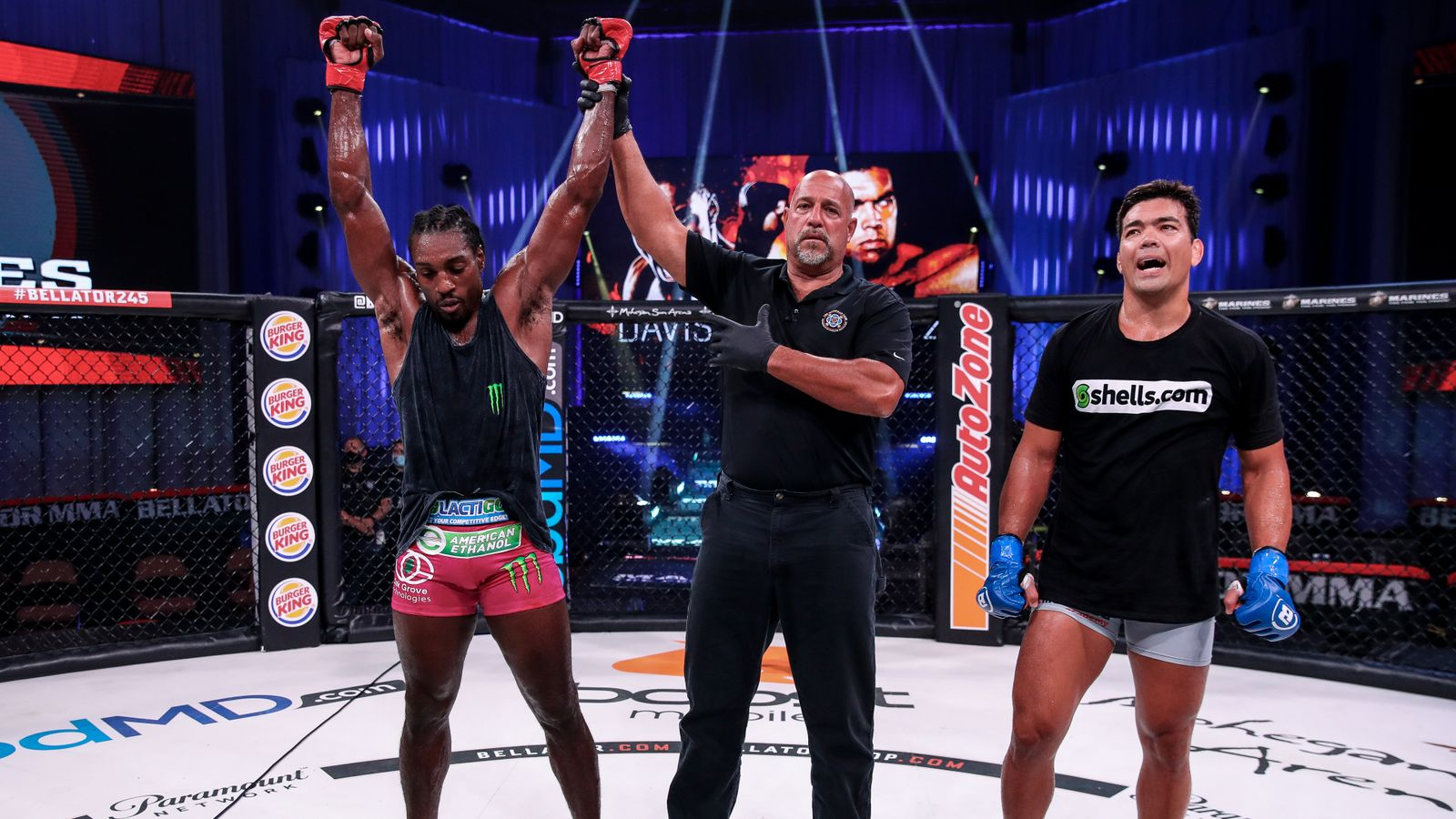 Davis beats Machida in split