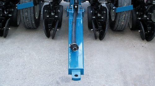 Kinze Planter Features Fertilizer Rear Trailer Hitch