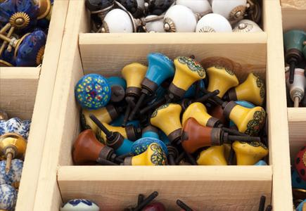 Drawer-Full-Of-Door-and-Drawer-Knobs