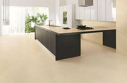 A modern kitchen with a Kerlite porcelain tile floor.