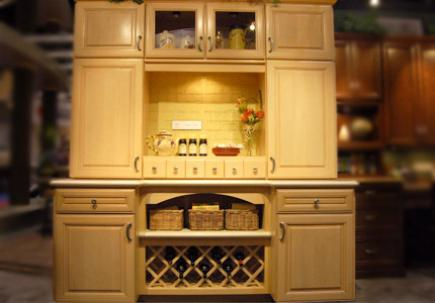 A freestanding hutch