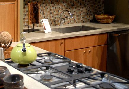 Stovetop-across-kitchen-from-sink