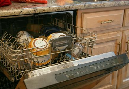 Dishwashers-type-Built-In-Undercounter-Opened-To-Show-Rack