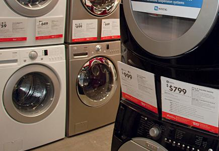Washers-and-Dryers-With-Price-Tags-In-Showroom