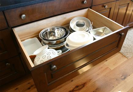 Drawer-Full-of-Pots-and-Pans