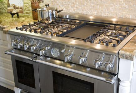A pro-style gas range with 6 burners, a griddle, and two ovens.