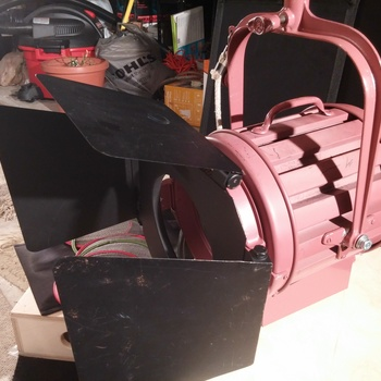 Rent Mole-Richardson 1000W fresnel
