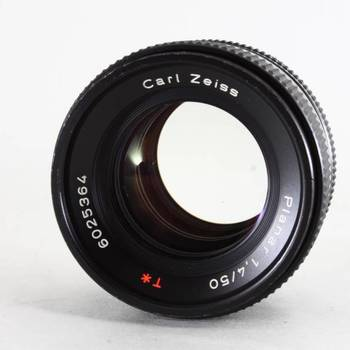 Rent Zeiss / Contax T* Planar 1.4 / 50 MM lens with EOS adapter