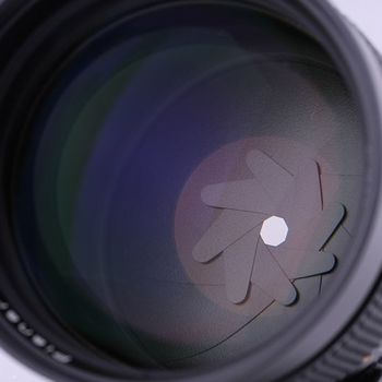 Rent Zeiss / Contax T* Planar 1.4 / 85 MM lens with EOS adapter