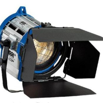 Rent (2) Arri Tungsten Fresnel 300W Combo kit w/stands