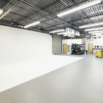 Rent 2,150 sq/ft column free shoot space