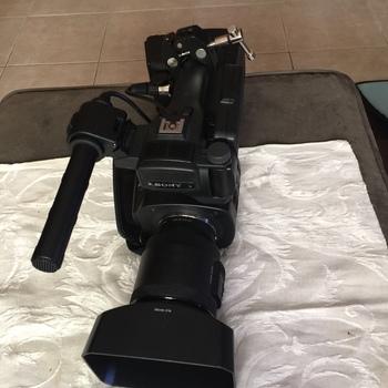 Rent Sony NEX-EA50M NXCAM Camcorder with 18-105mm f/4 Servo Zoom G Lens