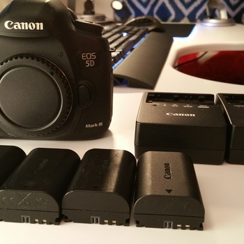 Rent Canon EOS 5D Mark III, 4 batteries, 2 Chargers, 64GB CF, Case