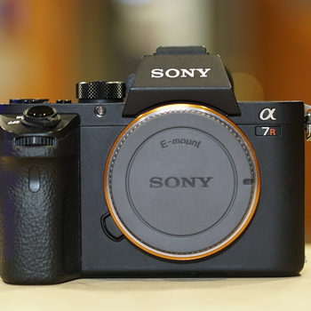 Rent Sony A7R2