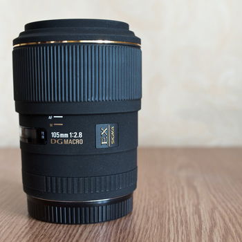 Rent Sigma 105mm f/2.8 Macro for Canon