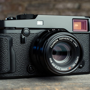 Rent Fujifilm X-Pro2 24MP Professional Mirrorless Rangefinder Camera