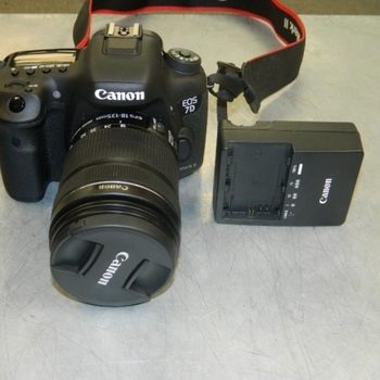 Rent Canon Eos 7D Mark 1 with 28-135mm lens & Kit Bag