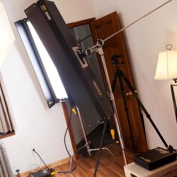 Rent 2 x 4' 4Bank Kino + Avenger C-Stand Kit (Daylight Bulbs)
