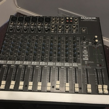 Rent Mackie 1402 audio mixer