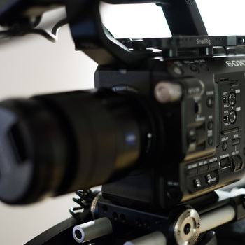 Rent Sony FS5 + Zeiss 24-70 (RAW UPGRADE, READY TO SHOOT)