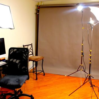Rent Nuanse Photo Studio in Harlem includes lighting kit and backdrops