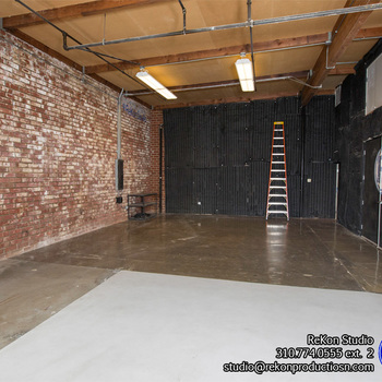 Rent 1,200 sq ft Studio with White Cyc Cove & Exposed Brick Walls