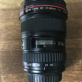 Rent Canon EF 17-40mm f/4L USM Lens with Canon LP 1319 soft pouch
