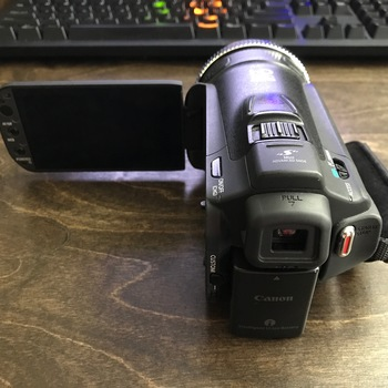 Rent Small High-Quality Canon HD Camcorder!