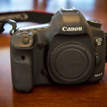 Rent Canon 5D Mark III body only with 3x batteries and 64GB SDHC 90mb/s card
