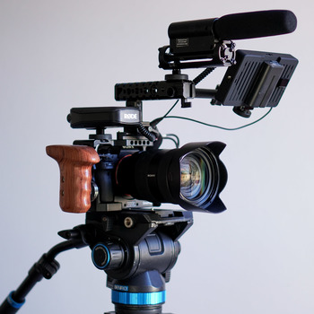 Rent Sony a7s ii Kit (24-70mm F2.8, SmallHD, RodeLink, Benro S8 and other accessories)