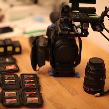 Rent C300 Kit w/ lenses, 5 batteries, 10 CF Cards...