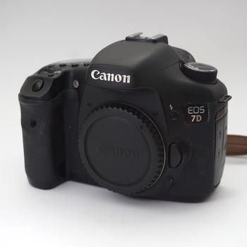 Rent Canon 7D w/Lenses