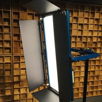 Rent Dracast LED1000 Silver Series Daylight LED Light with V-Mount Battery Plate (LI_1002)