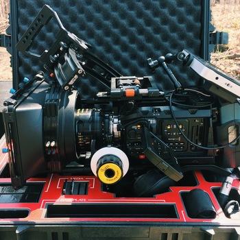 Rent Ursa Mini Pro Kit PL or EF. Small HD 702 Bright + L series 24-105 *Discounts for longer rentals!!*