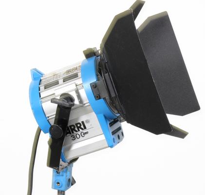 Used arri 300w tungsten fresnel light with barndoors 1