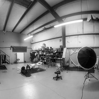 Rent Huge  Studio with lighting and props