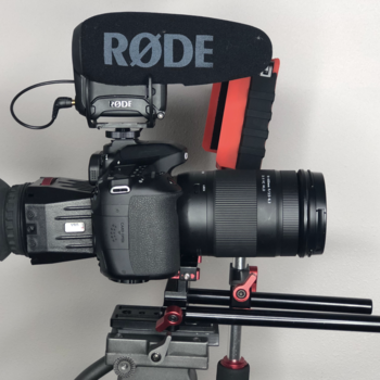Rent Canon 80D kit- eye cup -monitor - rodevideo mic pro+R - rails - handle