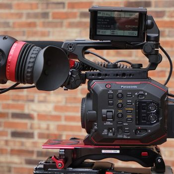 Rent  AU-EVA1 Plus Zacuto Gratical Eye,VCT Pro baseplate,Nano D-tap Batteries