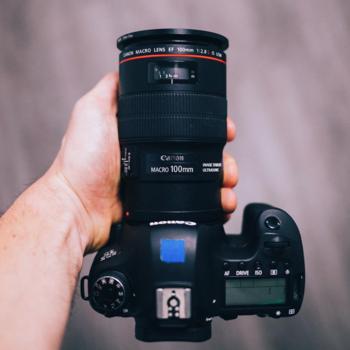 Rent Canon 100mm f2.8L macro